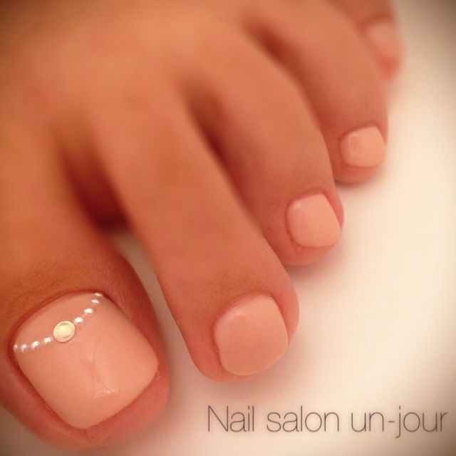 Light pink toenail design