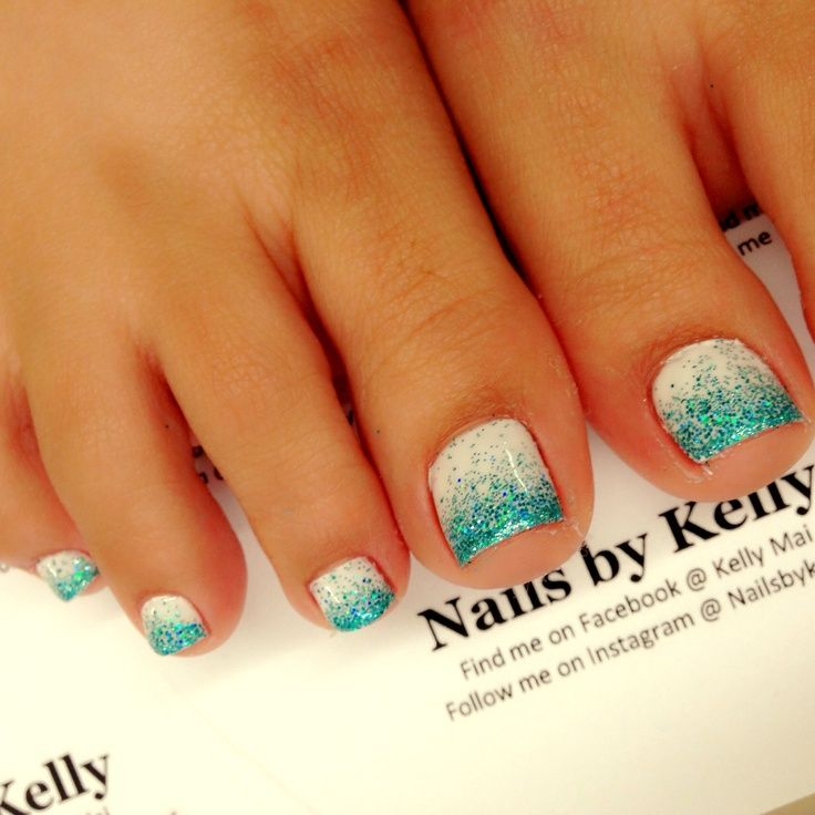 Ombre gel toenail design