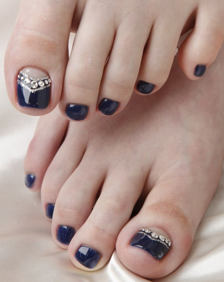 Black toenail design