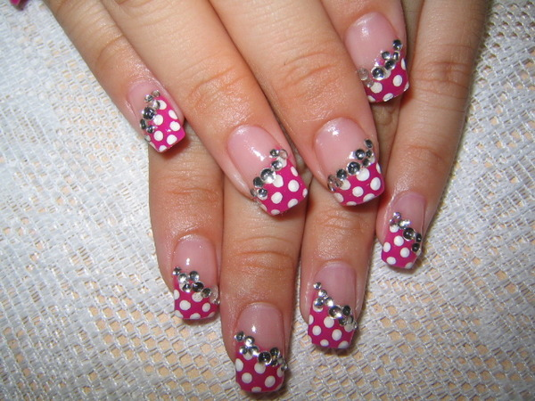 Nails with dots
