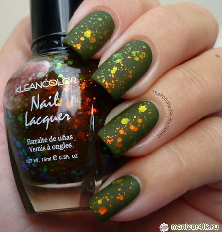 Green nails with glitter
