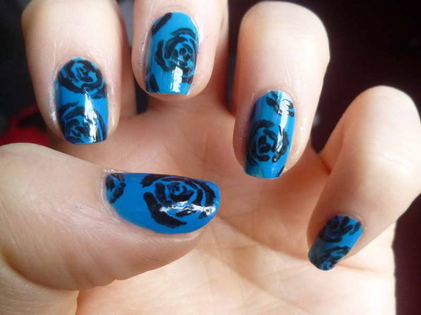 Blue nails with dark blue roses
