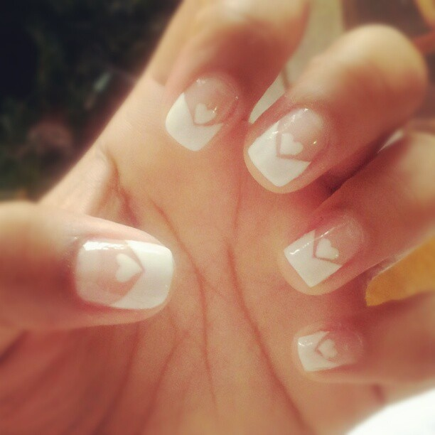 Romantic white nails