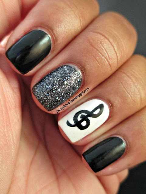 Musical nails with glitter