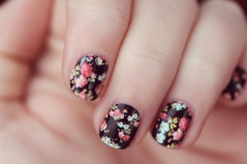 Black flower nail design