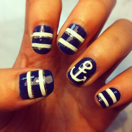 Simple nautical nails