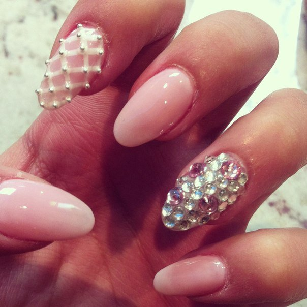 Naked nails with diamonds and pearls