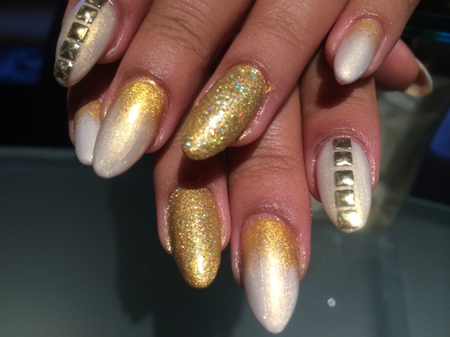 Gold nails for noble nail designs
