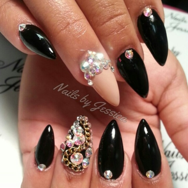 Black decorated nails for noble nail designs