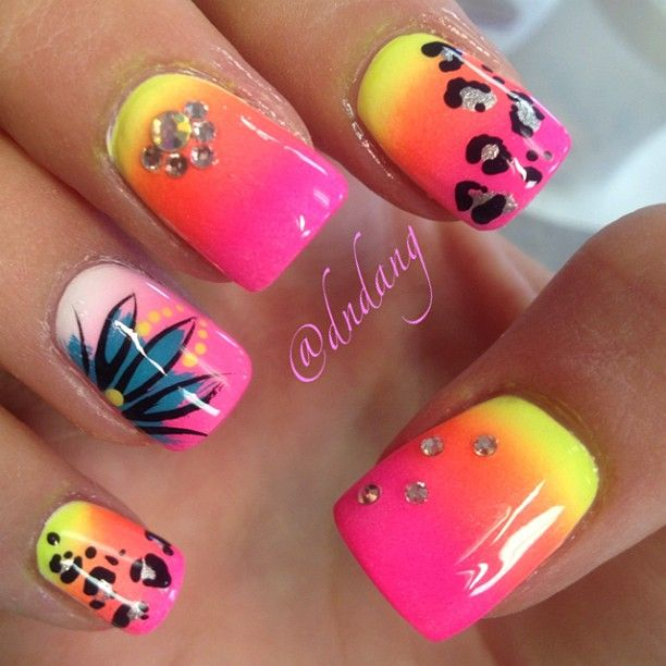 Flower and leopard print nails
