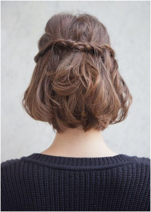 Half up braid hairstyle for medium hair