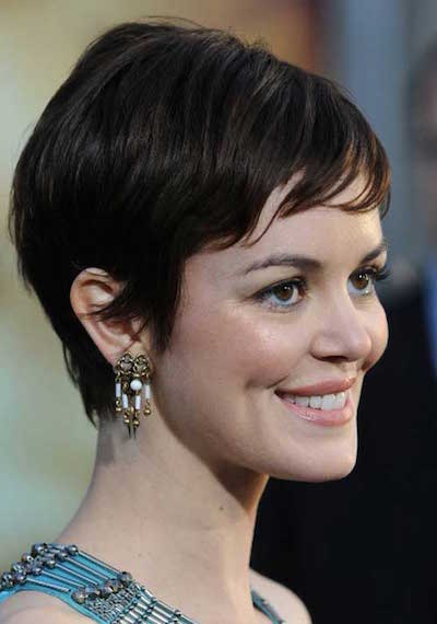 Short pixie haircut for round faces