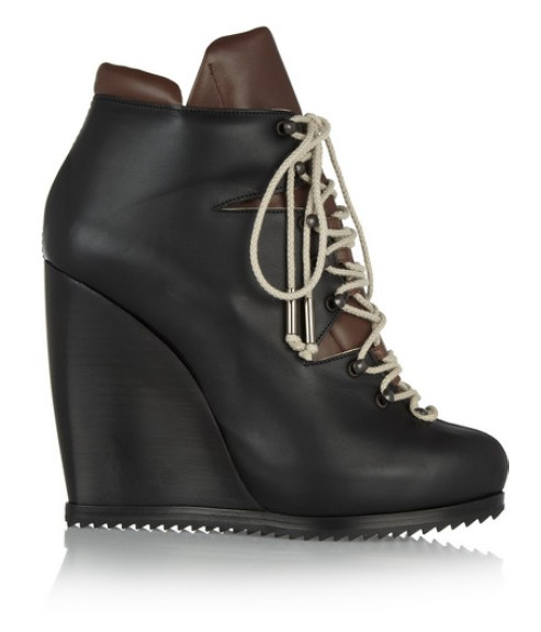 Lace-up ankle boots made of leather with laces