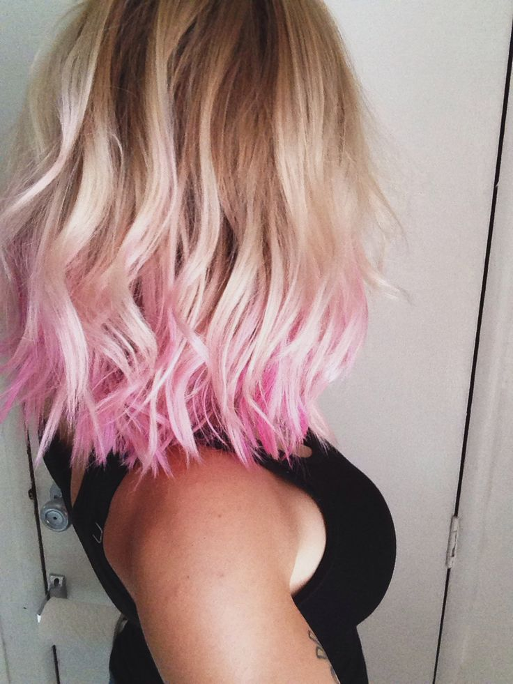 Blonde wavy bob haircut with red highlights