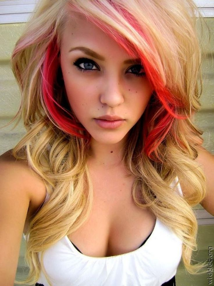 Blond wavy hair with red highlights