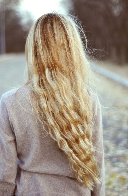 Long blonde waves