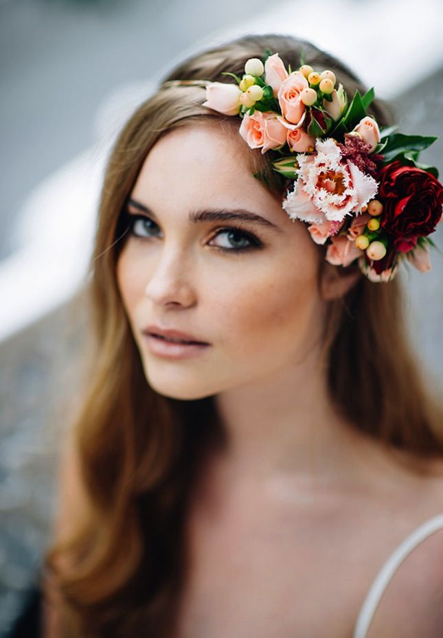 15 hairstyles with flower crowns for the wedding