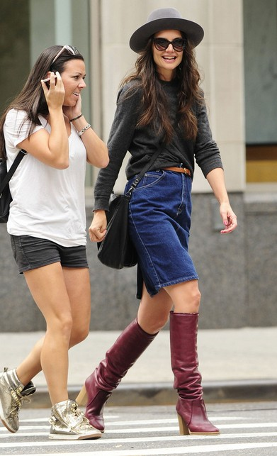 Katie Holmes & # 39; knee high boots
