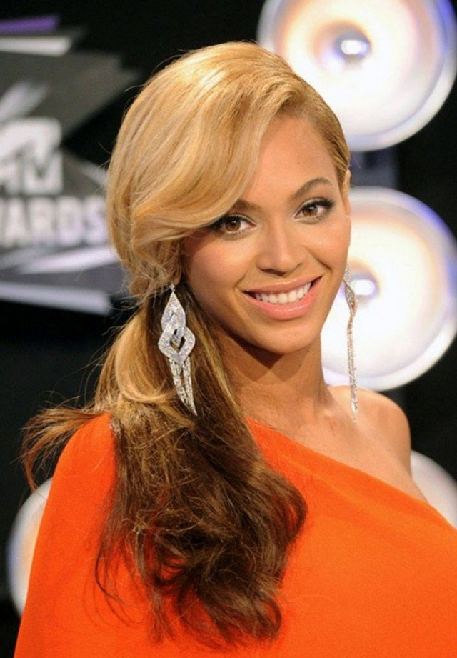 Beyonce Knowles side ponytail hairstyle