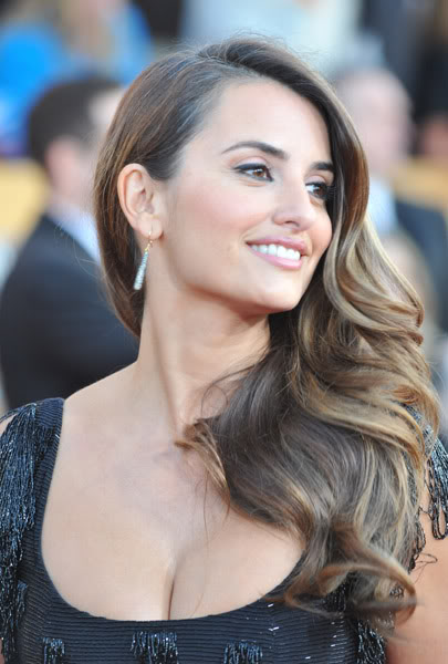 Penelope Cruz long wavy brunette hairstyle