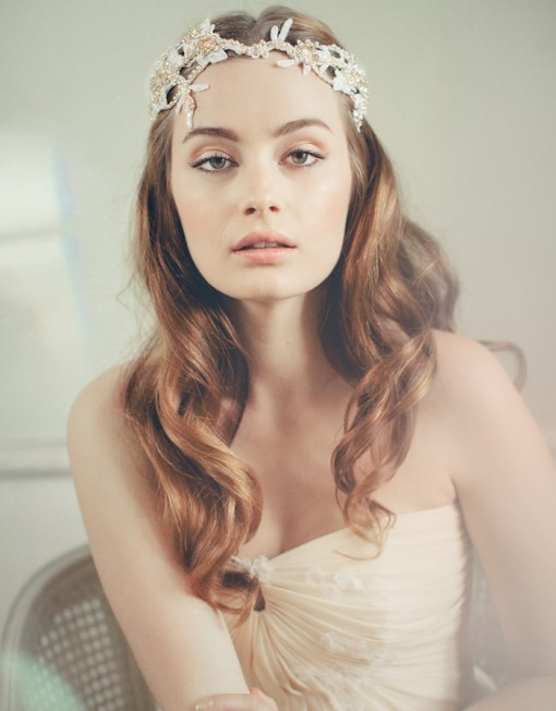 Long wavy hairstyle with a headband
