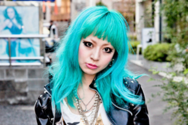 Long turquoise hairstyle with bangs