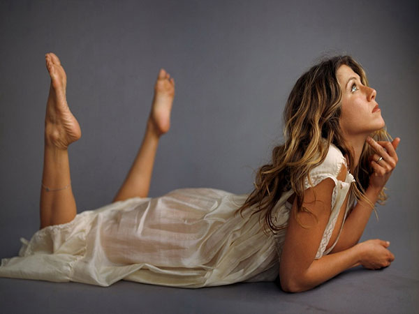 Jennifer Aniston Long Wavy Brown Hairstyle