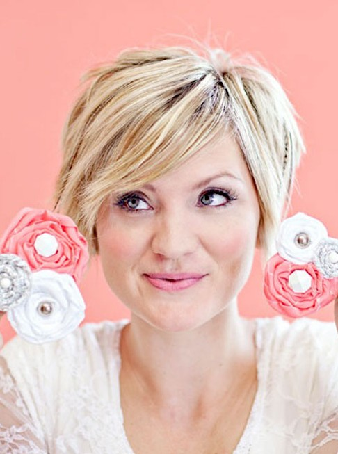 Short layered pixie hairstyle for girls