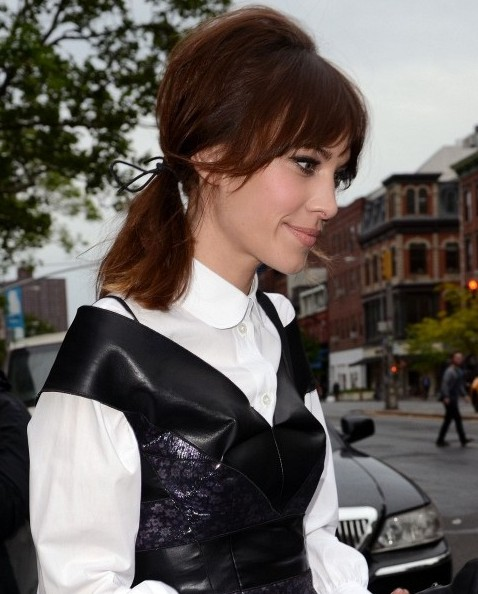 Alexa Chung Easy ponytail hairstyle for long hair