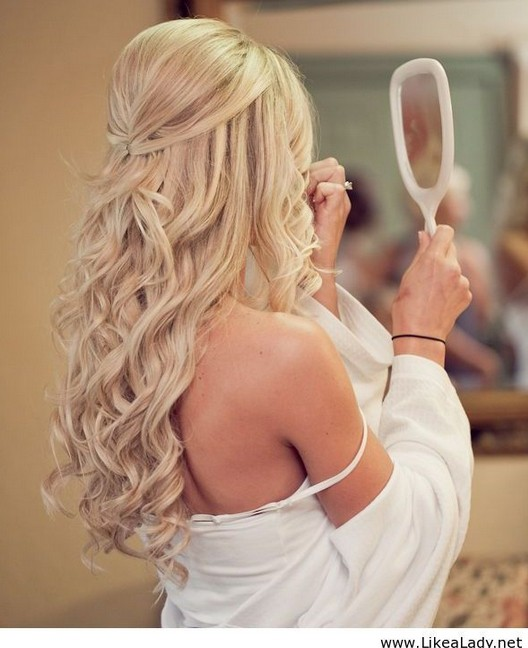 Elegant half up half down hairstyle for the wedding