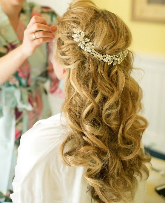 Long curly hairstyle for the wedding