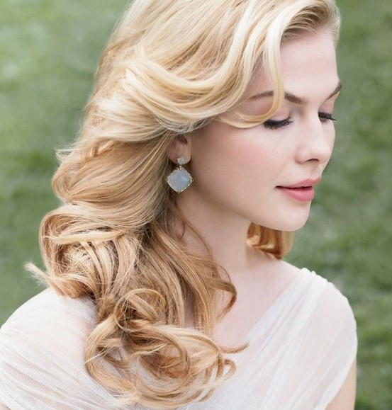 Loose curly hairstyle for the wedding