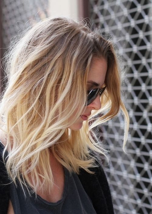Medium layered hairstyle for blonde ombre hair