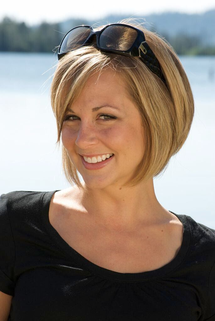 Nice straight bob haircut for blonde hair