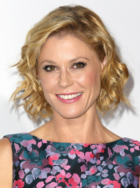 Julie Bowen Short Curly Hairstyle