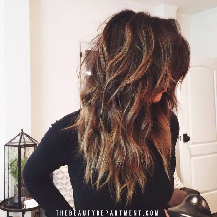 Long wavy hairstyle for thick hair