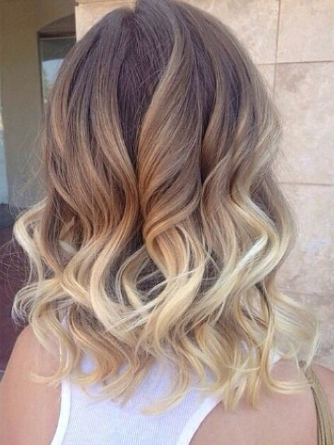 Shoulder-length curly hairstyle for ombre hair