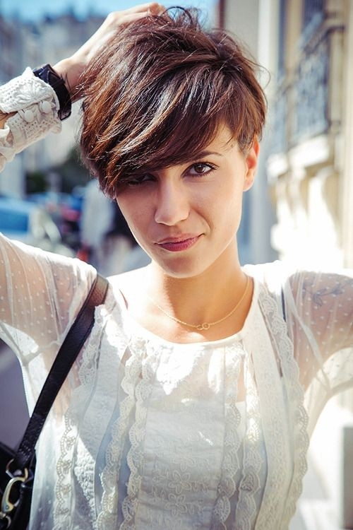 Short layered hairstyle with side bangs