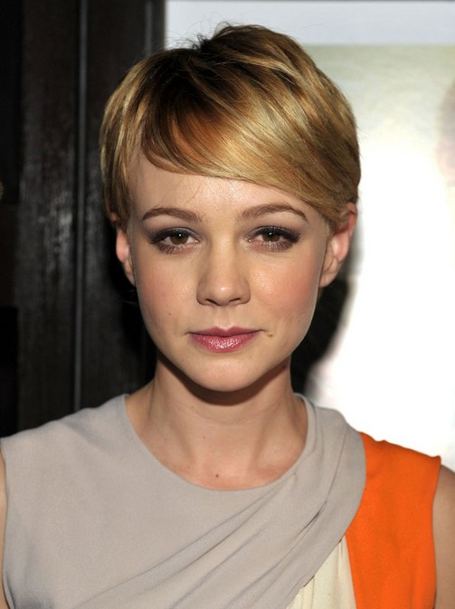 Carey Mulligan Short straight hairstyle with bangs