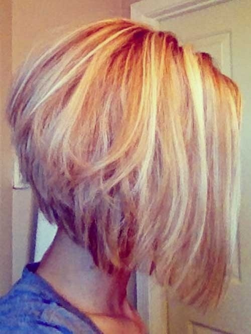 Short bob hairstyle with blonde highlights