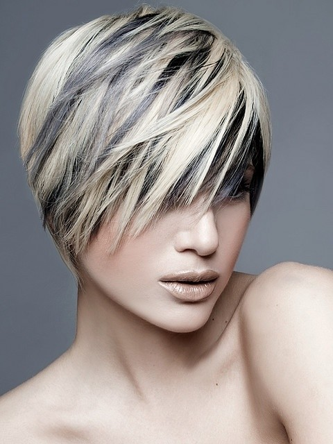 Short straight hairstyle with blonde highlights