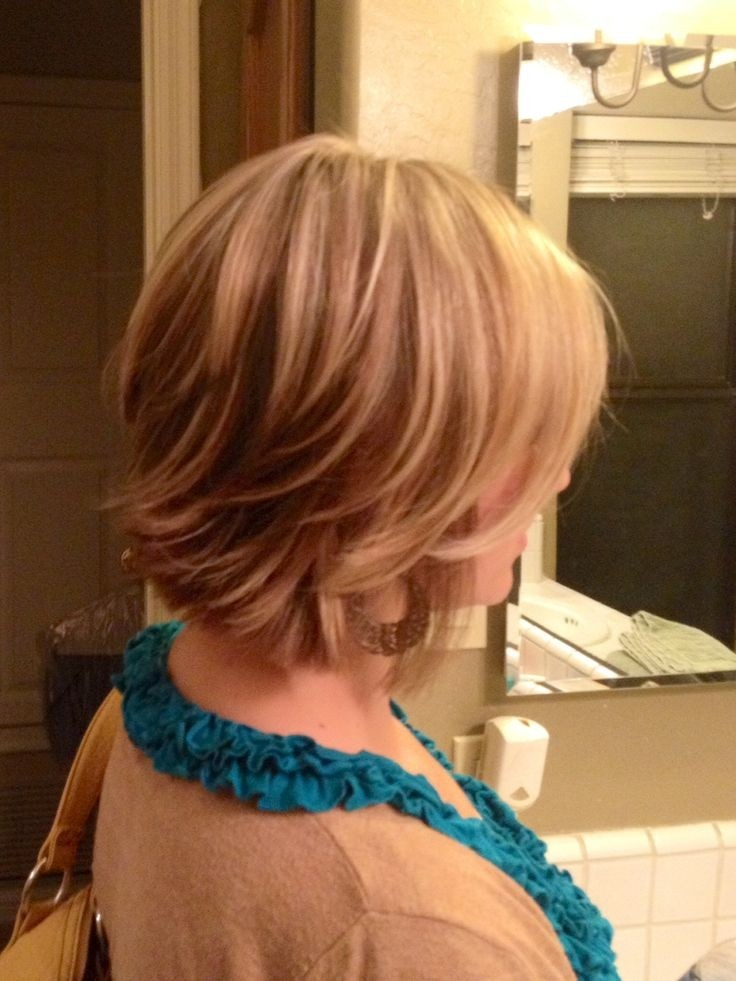 Short layered hairstyle for blonde hair