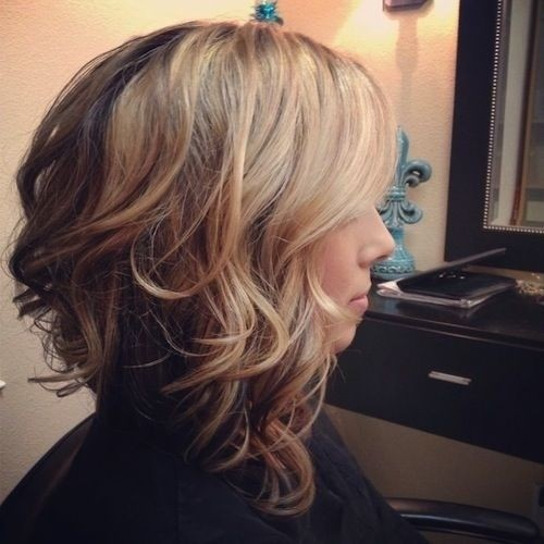 Medium curly hairstyle for ombre hair
