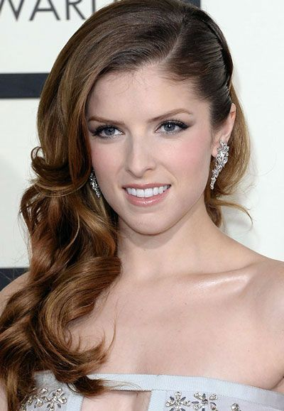 Anna Kendrick Curly Side Swept