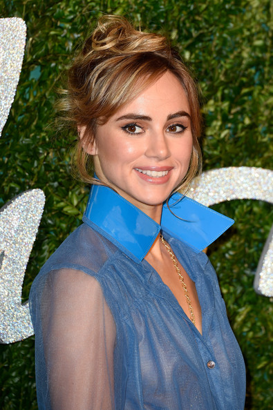 Suki Waterhouse Chic updo
