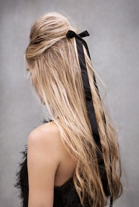 Airy hair with a black band