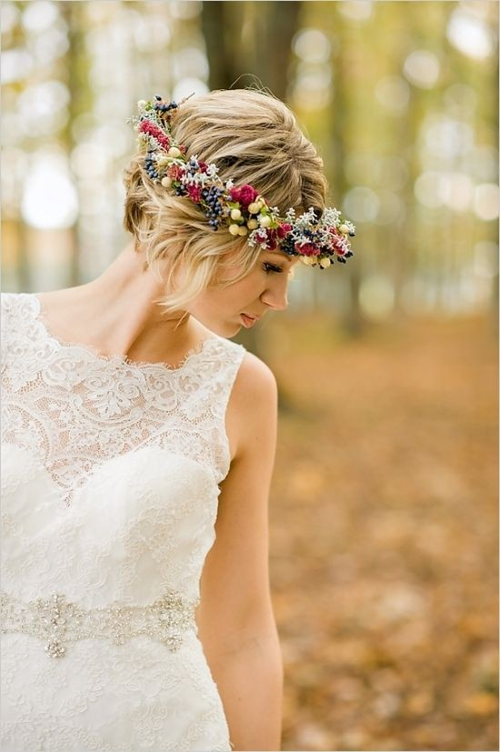 Floral crown short hairstyle for the wedding