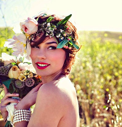 Pretty floral crown hairstyle for wedding