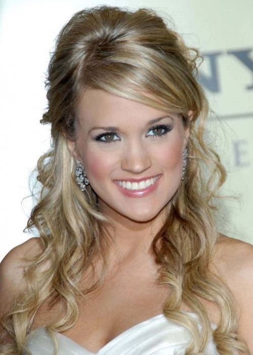 Carrie Underwood Half Up Half Down Curly Hairstyle