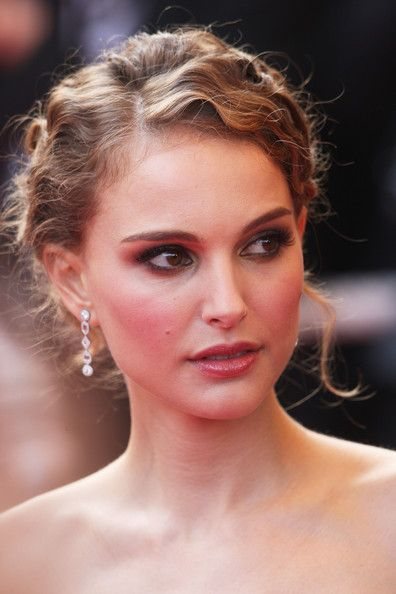 Vintage updo for Natalie Portman hairstyles
